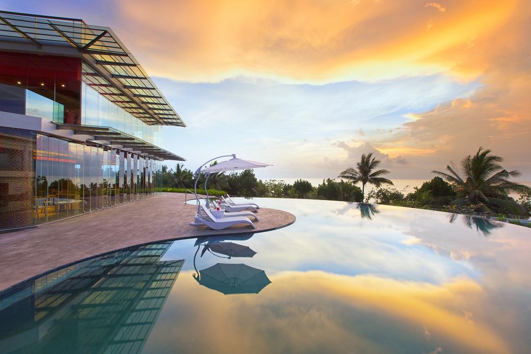 Sheraton Bali – Infinity Pool Sunset